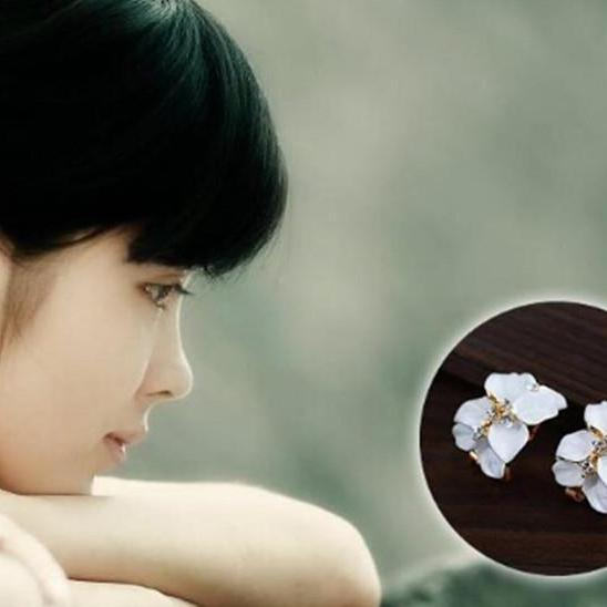 Women Cute Gardenia Flower Crystal Ear Studs Rhinestone Earrings Ear Hoop Buckle